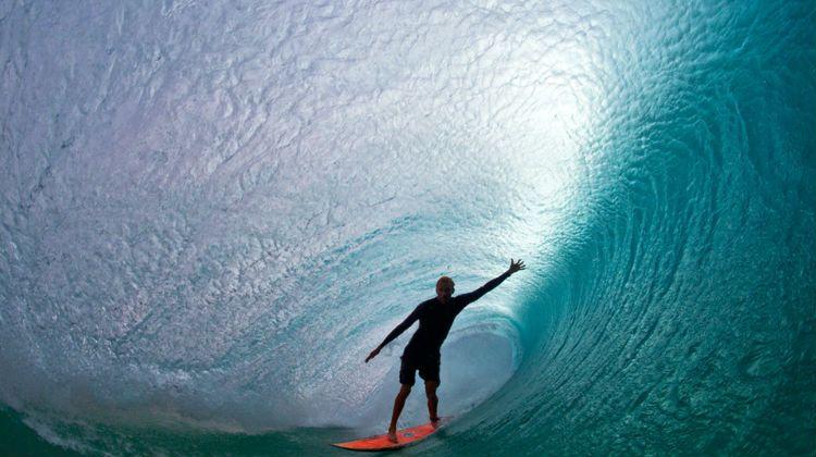 Surfista fotografiado por Clark Little
