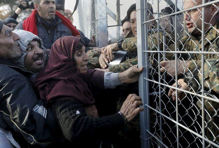 Refugiados intentando entrar en Turquía
