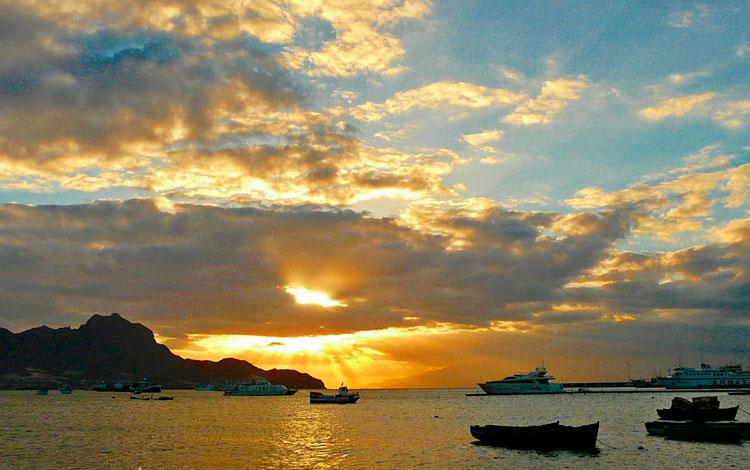 Atardeceres en África. Praia Cabo Verde