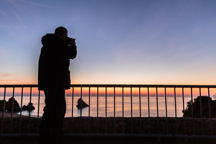 como-conseguir-buenas-fotos-de-amanecer-atardecer-en-la-playa-silueta