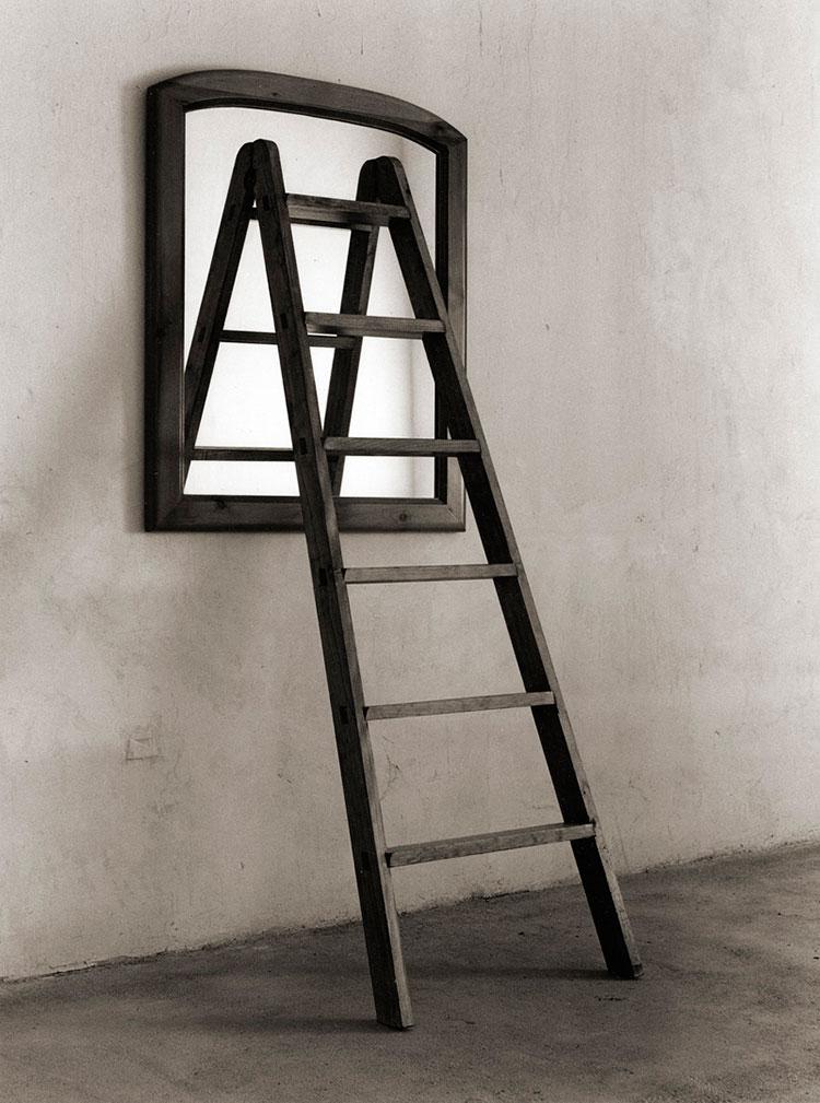 Chema Madoz escalera y espejo