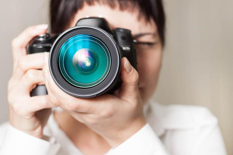 REGLAS BÁSICAS | Cómo sujetar una cámara reflex correctamente