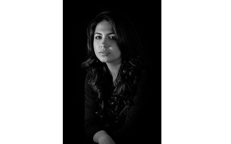 Fotografía de la fotógrafa en blanco y negro