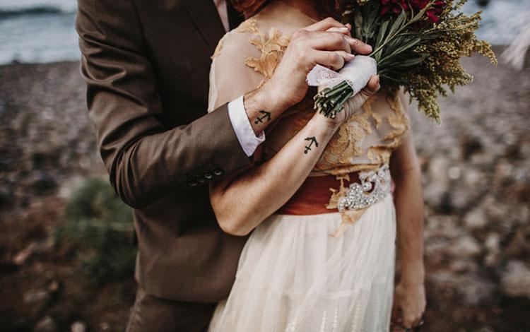 Detalle de los novios en su boda