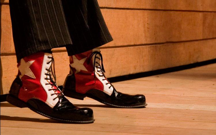Zapatos rojos de payaso