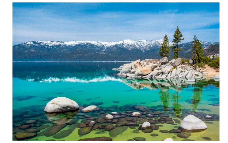 Lago de aguas cristalinas