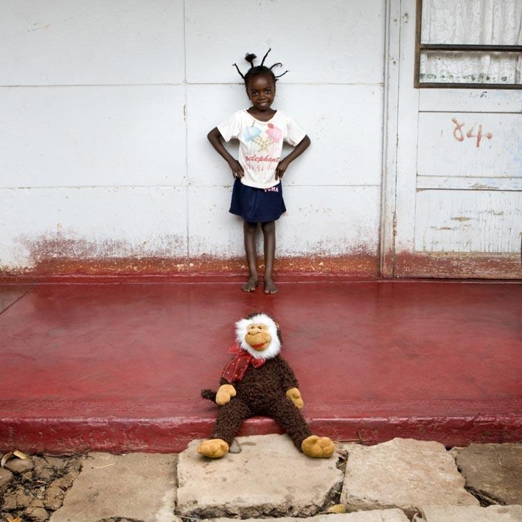 Imagen de Gabriele Galimberti, Toy Story. Botlhe Botswana.