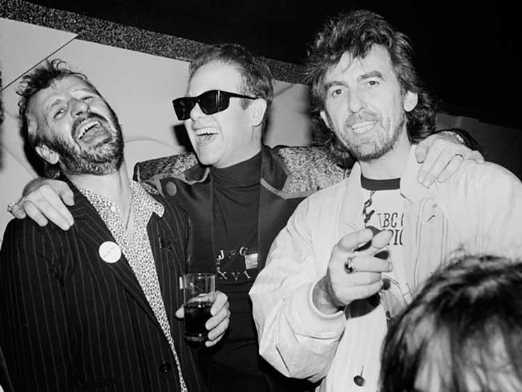 Ringo, Elton y George en una fiesta