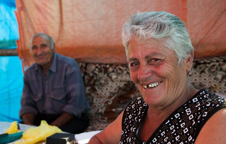 Pareja de armenios sonriendo