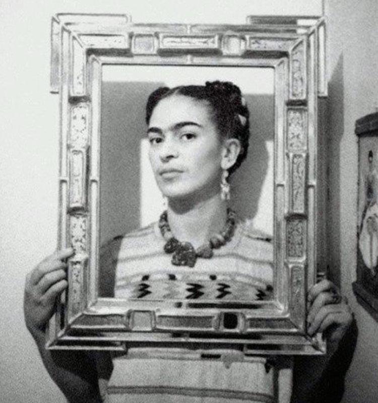 Frida Kahlo enmarcada