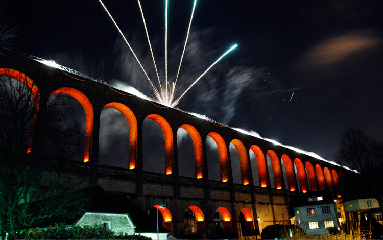 Acueducto iluminado