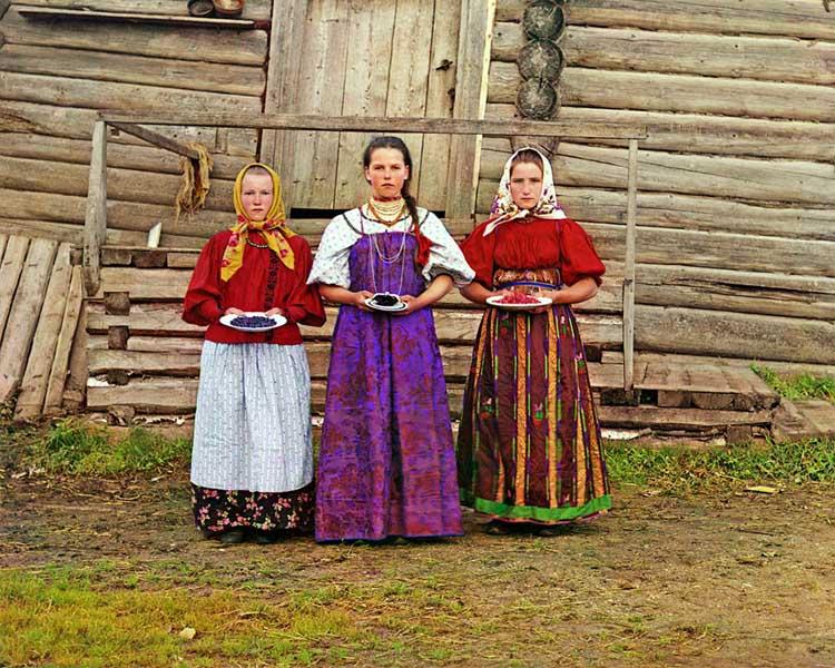 Serguéi Prokudin-Gorski niñas ofreciendo arándanos