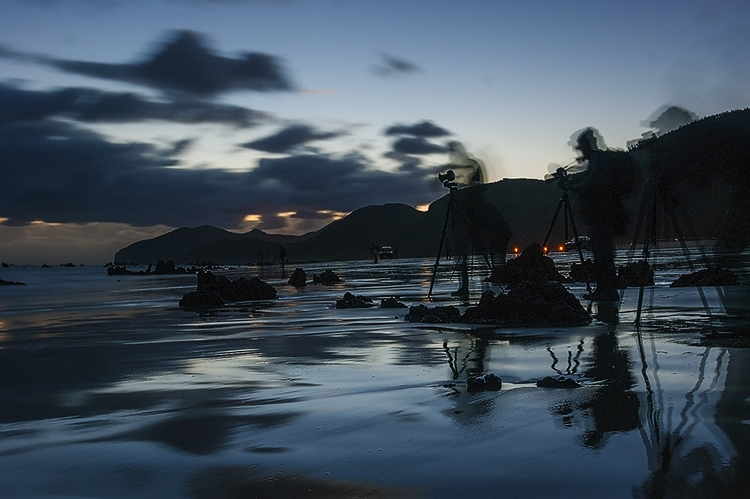 Fotógrafo a orillas del mar