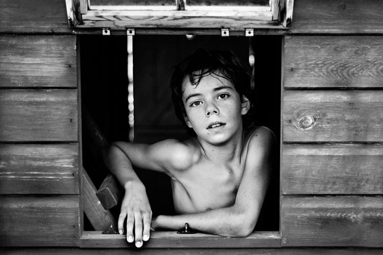 "BW Child Photo: ""Looking out"", Oriano Nicolau (España)"