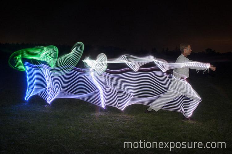 Movimientos de Karate a través de la luz