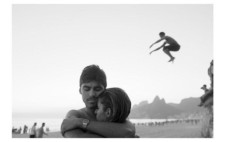 Jóvenes disfrutando de las playas brasileñas