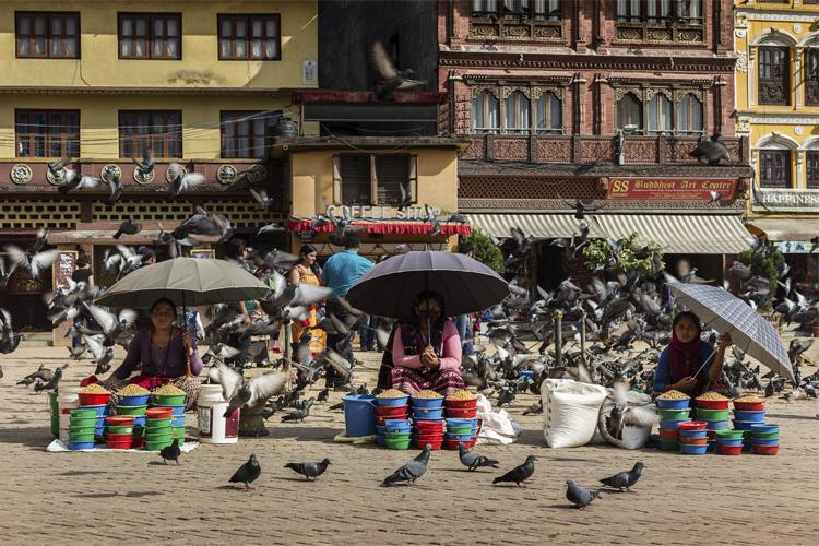 Himalayan Trails: Saleswomen in Bodhnath (Daniele Vottero)