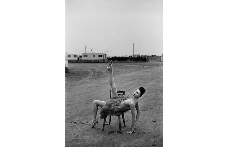 Kristen McMenamy Beauduc, 1990 . Vogue París | Peter Lindberg