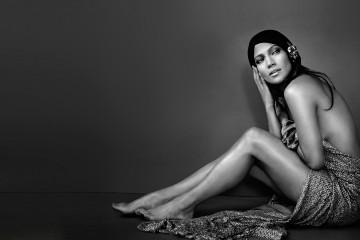 Jennifer Lopez en blanco y negro