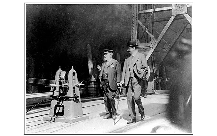 Lord Pirrie y J. Bruce Ismay inspeccionando el barco