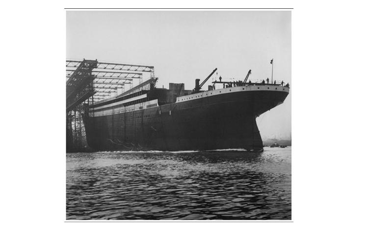 Botadura del casco del Titanic aún sin chimeneas ni hélices