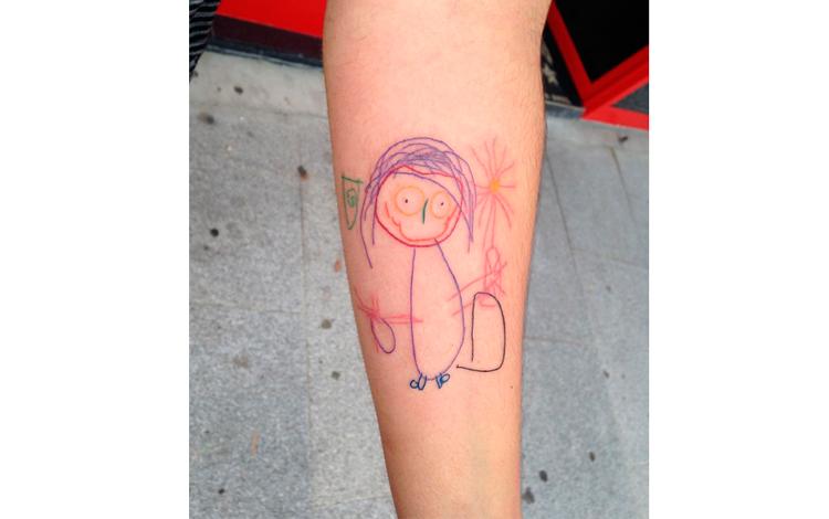Tatuaje de un dibujo de un niño