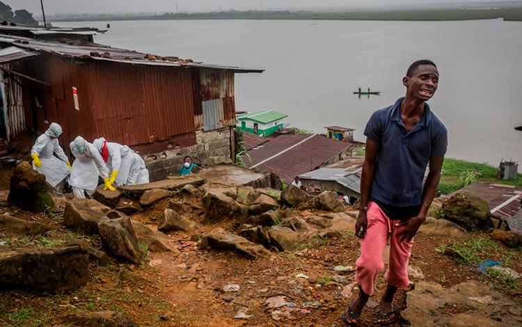 Daniel Berehulak dio a conocer la cruda situación que vivió África por la crisis del Ébola