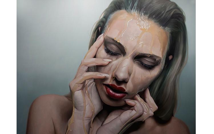 Cara de una mujer pintada