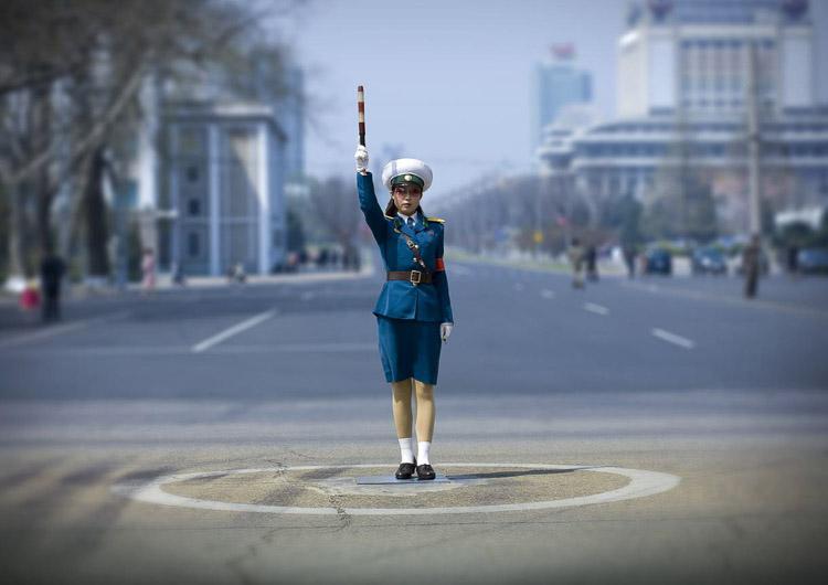 policía coreana en la carretera