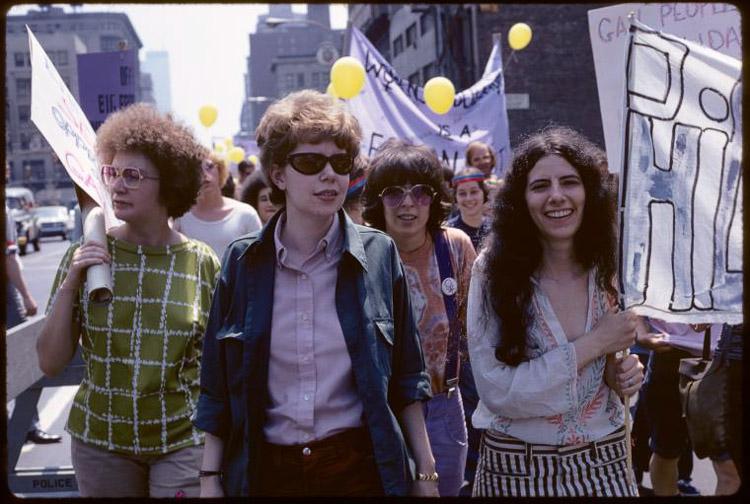 Fotografía de Diana Davies en la marcha del Orgullo en 1971