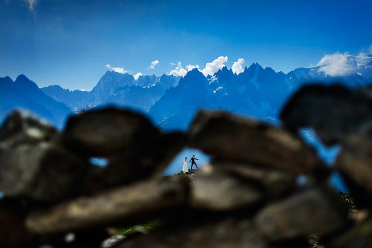 novios en las montañas