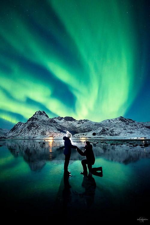 Matrimonio con aurora de fondo