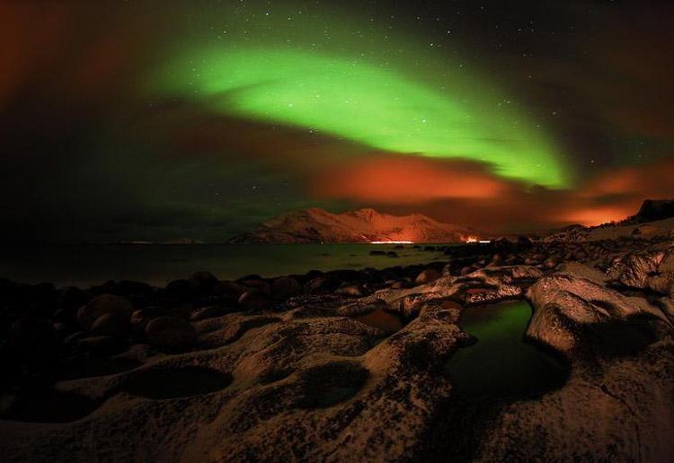 Aurora Boreal sobre paisaje