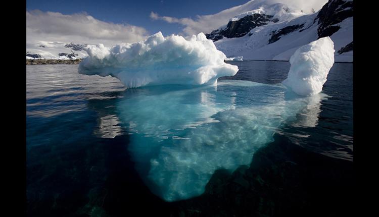 Placa de hielo sobre el océano