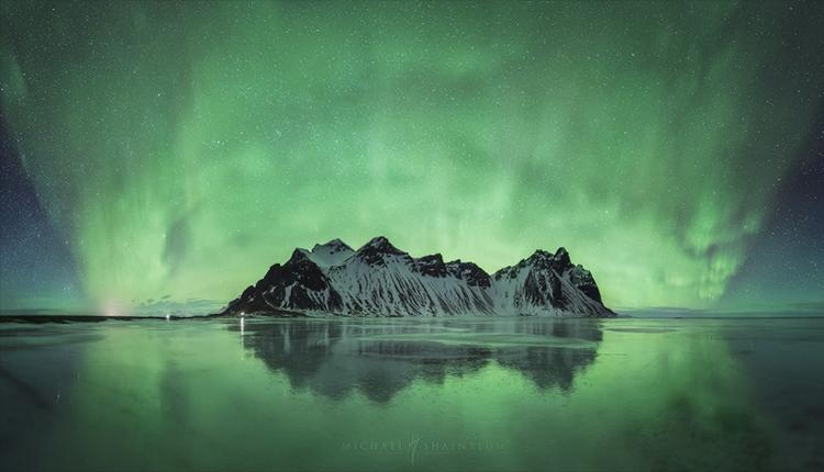 Aurora sobre placa de hielo