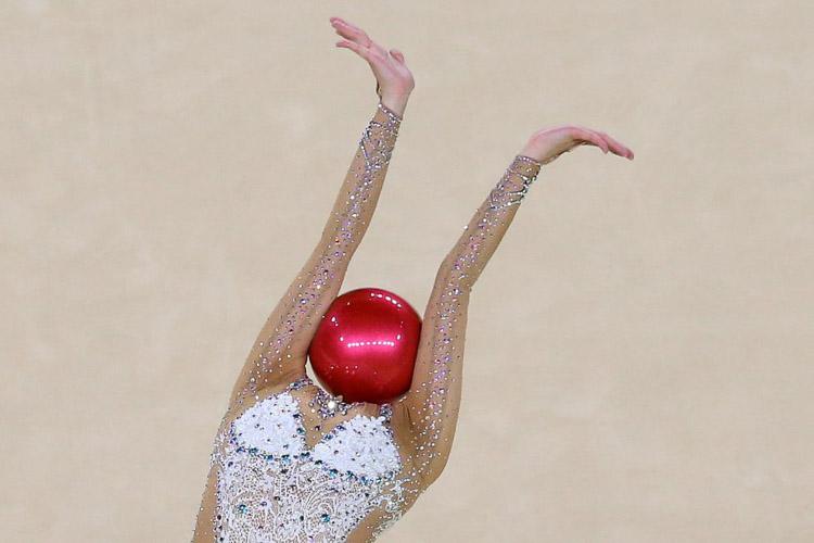 Yeon Jae Son durante la final individual femenina de gimnasia rítmica en Río de Janeiro (Brasil).