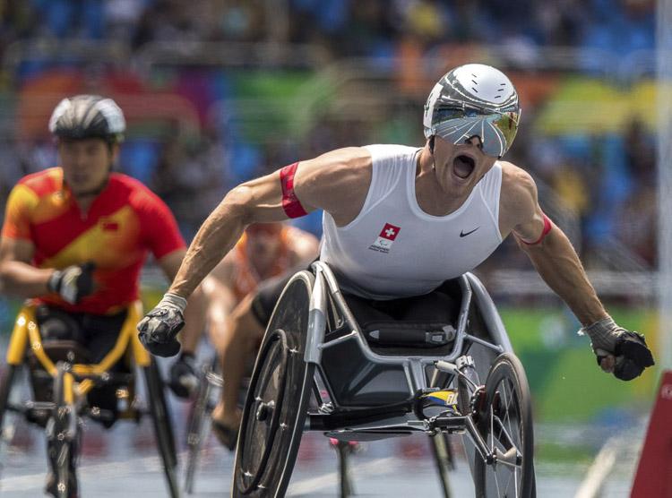 Marcel Hug tras ganar la final de 800 m en los Juegos Paralímpicos de Río de Janeiro.
