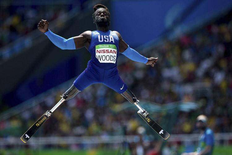 Regas Woods compite en la final de salto de altura durante los Juegos Paralímpicos de Río de Janeiro (Brasil).