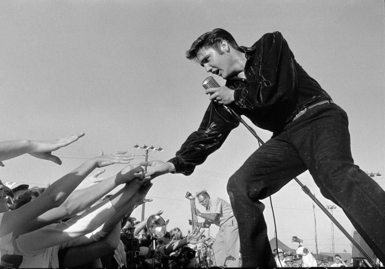 Elvis Preisley en un concierto