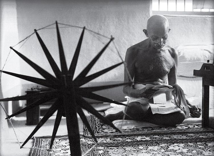 fotografías más influyentes. La rueda de Gandhi de Margaret Bourke-White, tomada en 1946