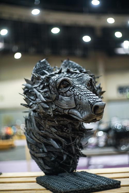 Esculturas creadas con piezas de neumáticos