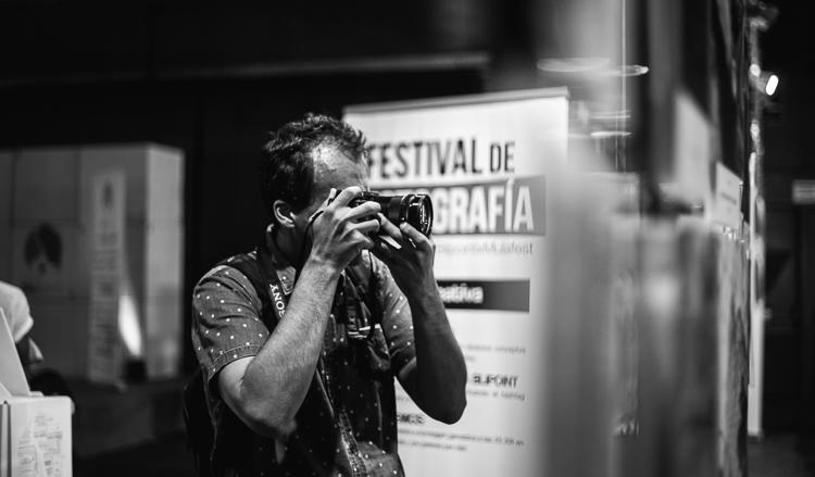Fotógrafo en la zona de fotografía de Mulafest 2018